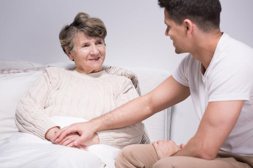 הגיע זמן סיעוד- כיצד נדע שהגיע הזמן למטפלת סיעודית צמודה?