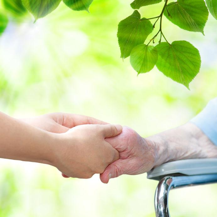 8 כללים לטיפול בקשישים בעונות המעבר
